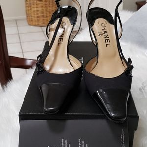 Chanel size 40 black patent leather &suede heels